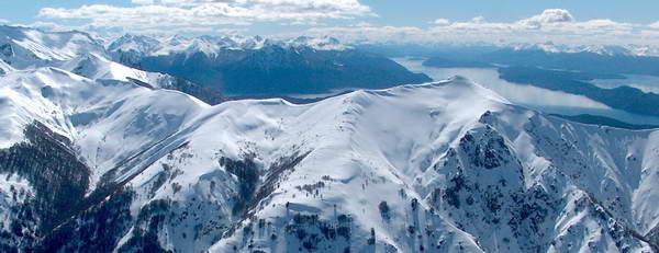 תצפית מאתר הסקי סרו קתדרל לאגם נאוואל הואפי, ארגנטינה