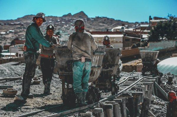 עובדי מכרות בפוטוסי, בוליביה