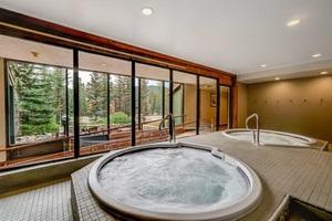מלון מומלץ בלייק לואיז, הרוקי הקנדיים