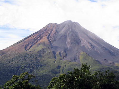 קוסטה ריקה, פעילות וולקנית בהר הגעש ארנל