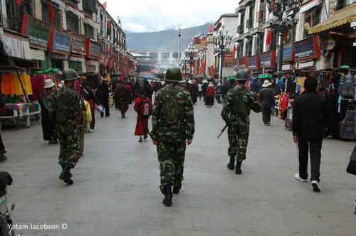 חיילים סינים ברחובות להאסה