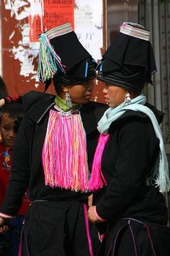 בגדי נשות יאו בעיר לושון