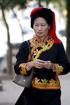בגדי נשות האני בעיר לושון