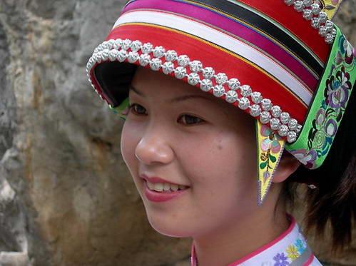 כובע של בנות סאני, תת-שבט של המיעוט האתני יי