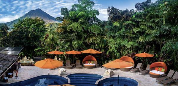 מלון עם מעיינות חמים באזור הר הגעש ארנאל