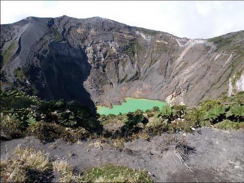 לוע הר הגעש אירזו, במרכז קוסטה-ריקה