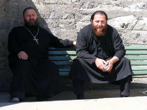 כמרים בקתדרלת סווטיצחובלי, גאורגיה