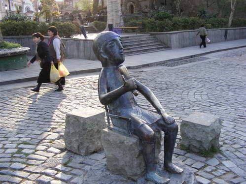פסל הטמאדה בטביליסי, גאורגיה