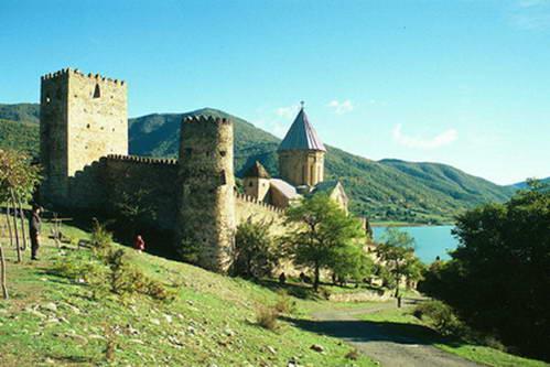 מצודת אנאנורי, לטייל בגאורגיה