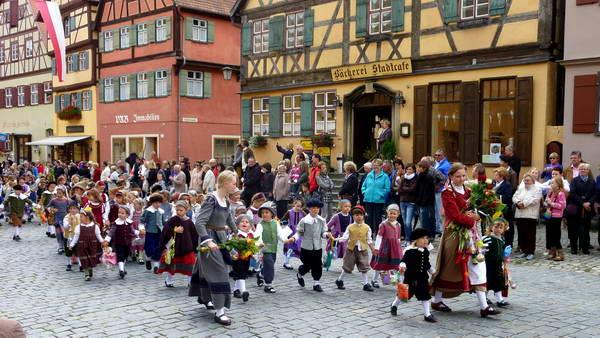 פסטיבל הילדים בעיר דינקלסביל, גרמניה