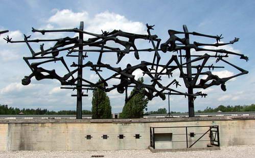 אנדרטה לזכר הנספים במחנה הריכוז דכאו