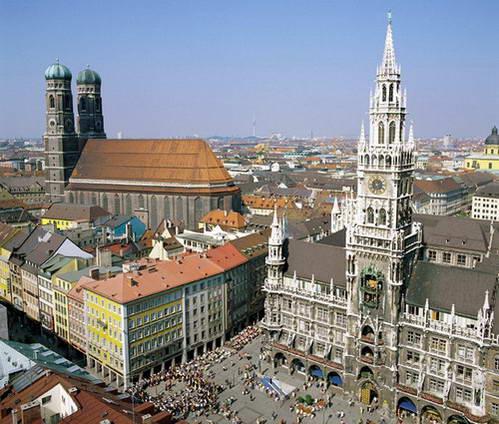כיכר מארינפלאץ, בית העירייה החדש וכנסיית גבירתנו, מינכן