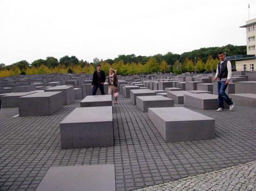 אנדרטת הזכרון לשואה בברלין, גרמניה
