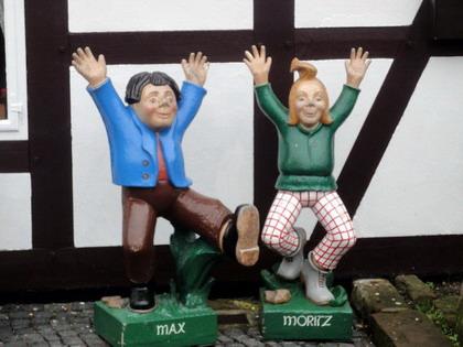 מקס ומוריץ מסיפורו של וילהלם בוש בכפר אברגצן, גרמניה