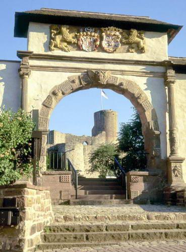 חורבות הטירה בעיר פולה, גרמניה