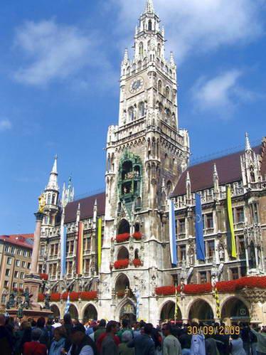 שעון הדמויות על מגדל בית העירייה החדש, מינכן