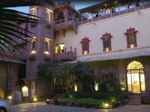 פאל האבלי - כניסה למלון