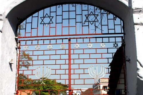 קוצ'ין - שער בעיר היהודים ועליו סימנים יהודיים רבים