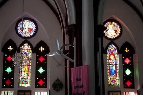 ויטראז'ים בכנסיית הלב הקדוש של ישו בפונדיצ'רי