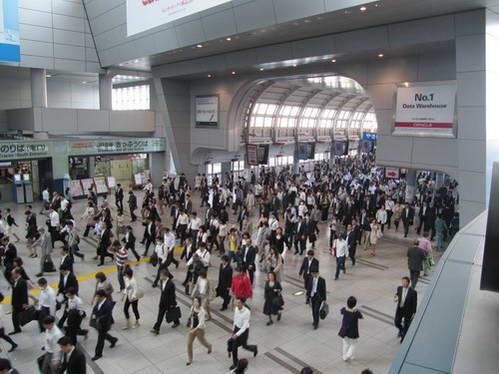 כמו קן של נמלים בתחנת שינגוואה טוקיו