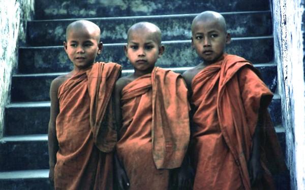 נזירים בלאוס
