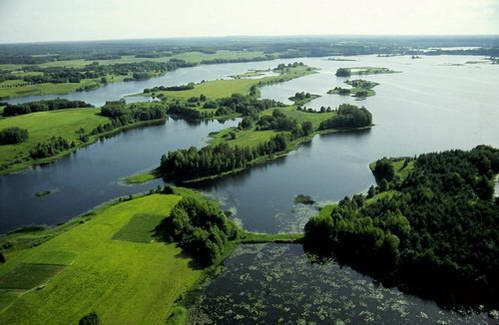 אינספור אגמים קטנים בפארק הלאומי אאוקסטייטיה, ליטא
