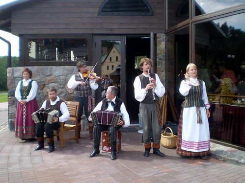 תזמורת חתונה מסורתית