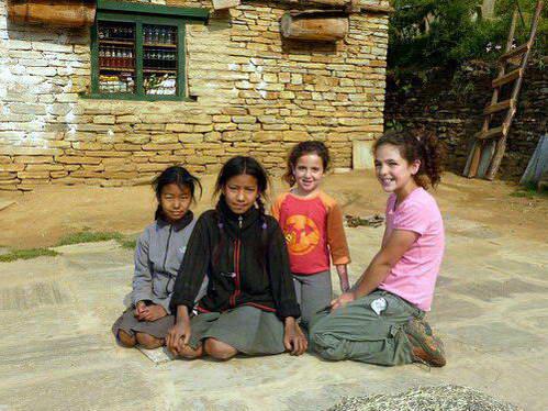 ילדות ישראליות ונפאליות