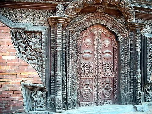 דלת של ארמון בעיר לליטפור