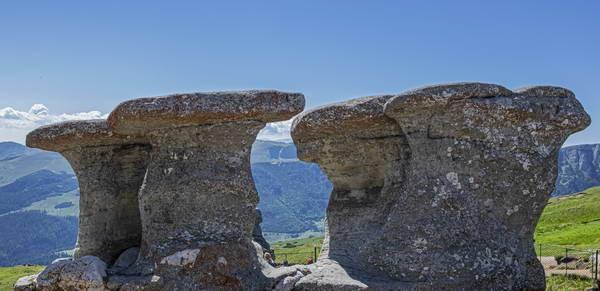 סלע הסבתא (Babele) ולא הרחק ממנו סלע הספינקס