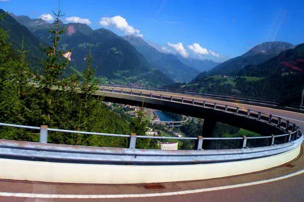 הכביש החדש ממעבר סנט גוטארד, צפון איטליה