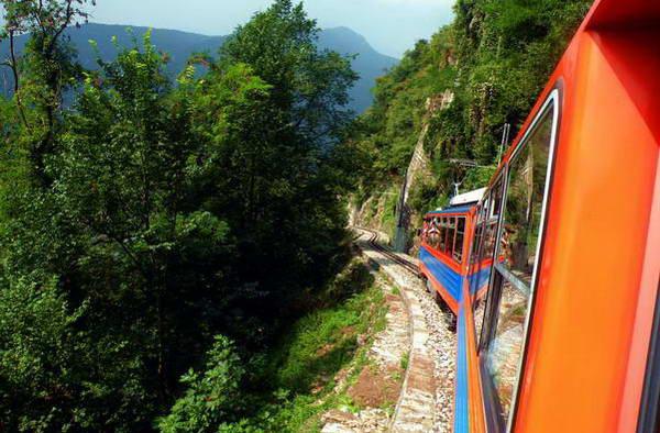 רכבת ההרים היורדת ממונטה ג'נרוסו, לוגאנו