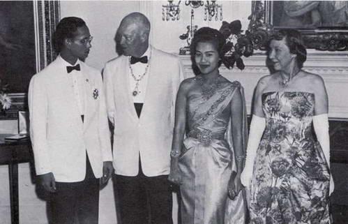 מלך תאילנד ראמה התשיעי, אייזנהאואר