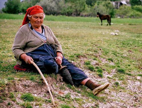 אישה כפרית טיפוסית לעיירה דאלייו, טורקיה