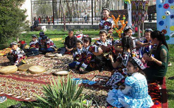 חגיגות הנורוז בסמראקאנד אוזבקיסטן